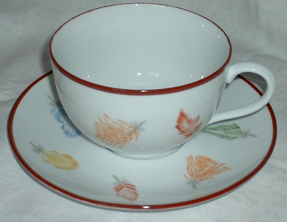 Tasse et sous tasse petit d jeuner plumes for Set petit dejeuner porcelaine