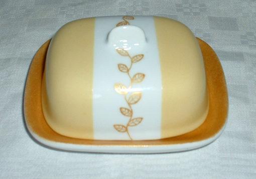 Grand beurrier en porcelaine décor feuilles et couleur or