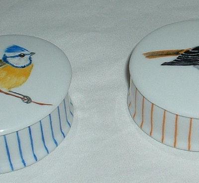 Boite décor poule ou oiseau en porcelaine