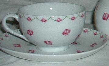 6 tasses et sous tasses à thé «petites roses»