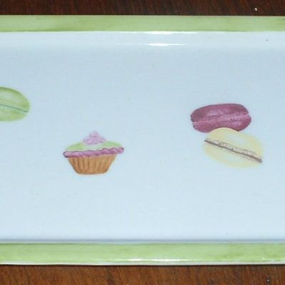 Plat à cake «petits gâteaux» et macarons en porcelaine
