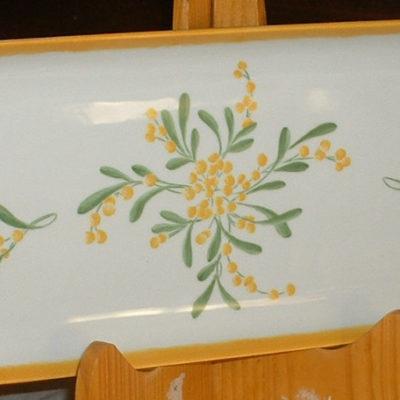 Plat à cake motif mimosas en porcelaine