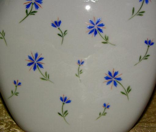 Vase en porcelaine motif barbeaux