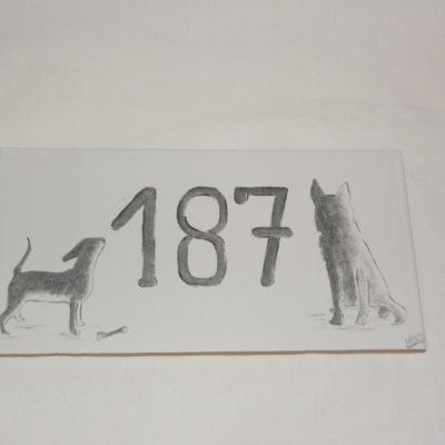 Plaque de maison motif chiens personnalisée