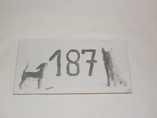 Plaque de maison ombres et pattes de chiens personnalisée