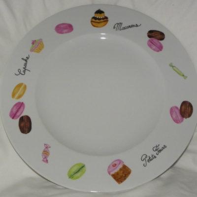 Grand plat rond macarons et petits gâteaux