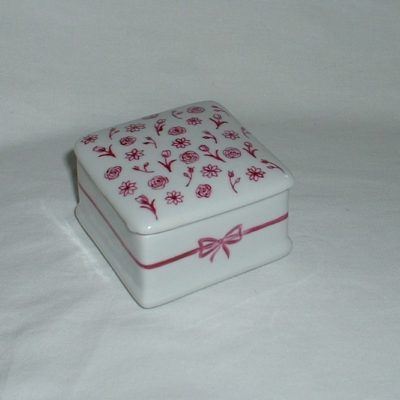Boite en porcelaine motif roses