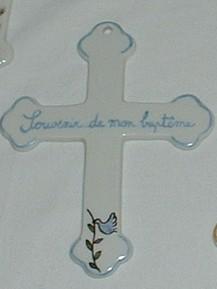 Croix en porcelaine personnalisable pour bapteme