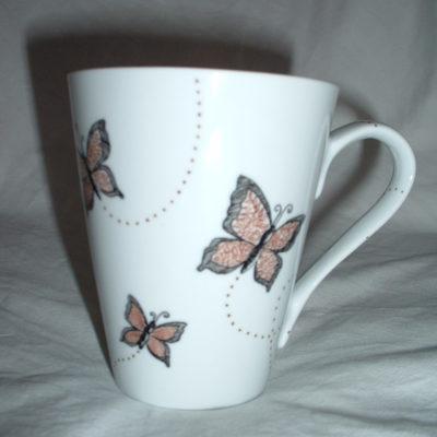 Mug en porcelaine motifs papillons et pois