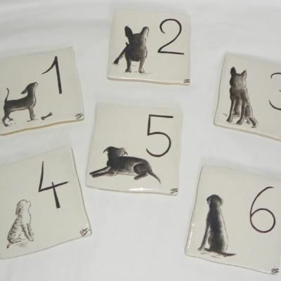 Numéro de maison motif chien personnalisé-2 carreaux