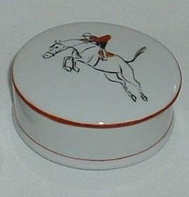Boite en porcelaine decor cheval et cavalier