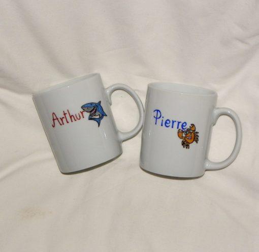 Lot de 2 mugs personnalisés-textes et un décor