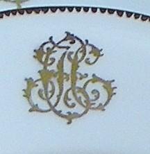 Assiette en porcelaine avec monogrammes- or 12 carats