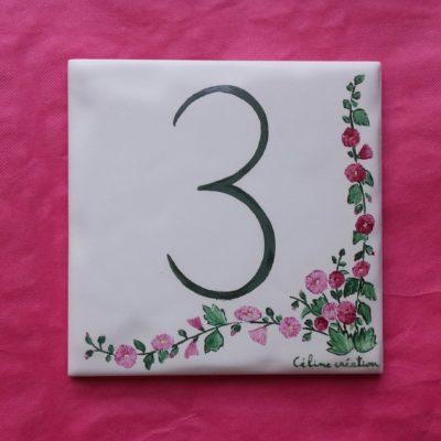 Carreau avec numéro décor roses trémières